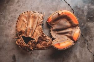 Best baseball glove conditioner and oil featured image