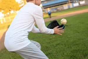 best baseball glove for left handed child featured image